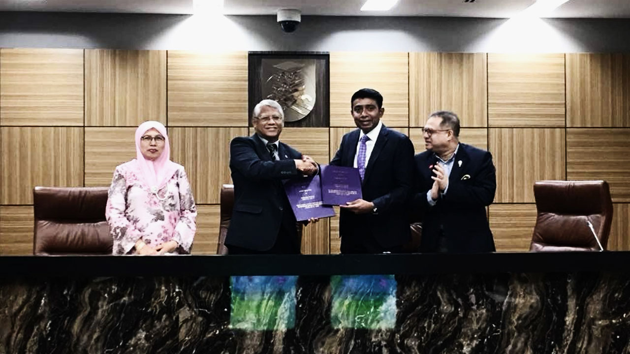 Signing of MOU between UiTM and Reveron Consulting